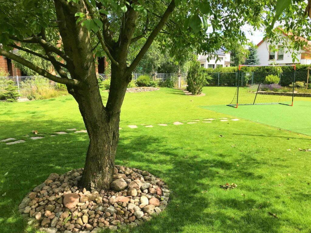 Ogród z wielofunkcyjnym boiskiem 12