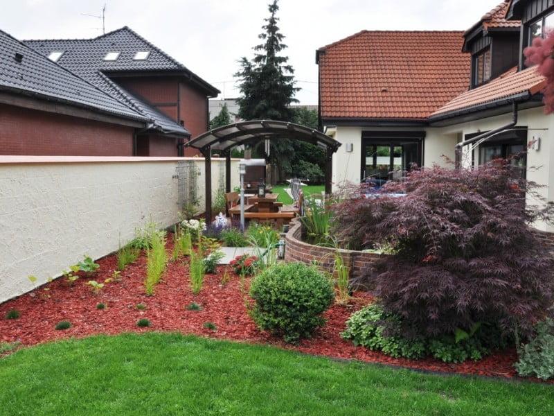 Niewielki ogród z placem zabaw 5